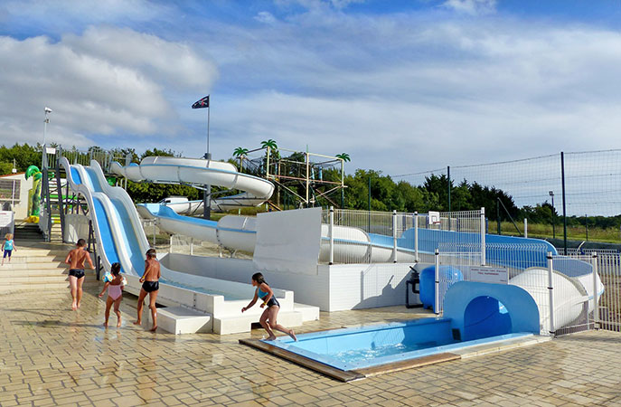 Camping royan la palmyre parc aquatique piscine chauff e for Camping piscine royan
