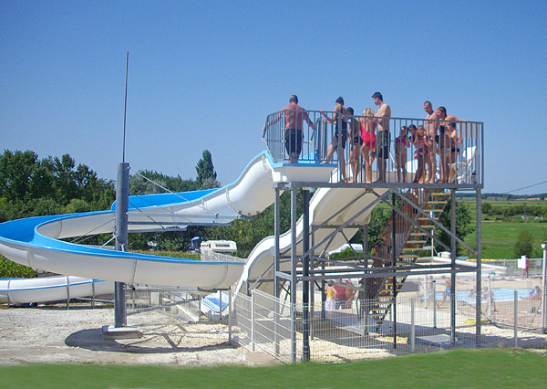 Camping royan la palmyre water park and pool heated for Camping piscine royan