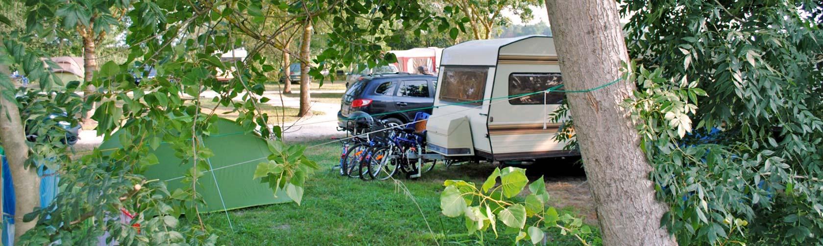 location caravane camping entre la palmyre et royan. Black Bedroom Furniture Sets. Home Design Ideas